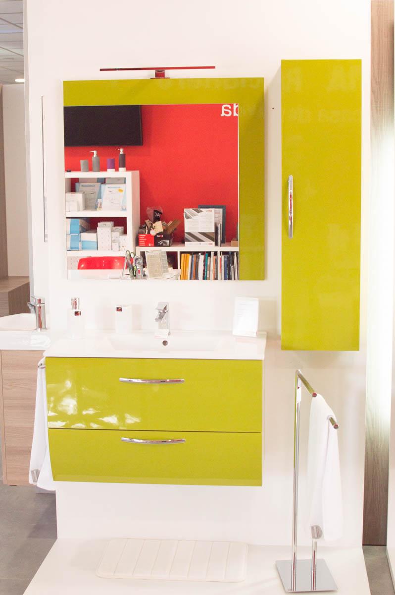 Promoción Mueble de baño color verde con 50% de descuento
